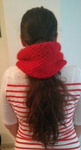 cuello de lana roja