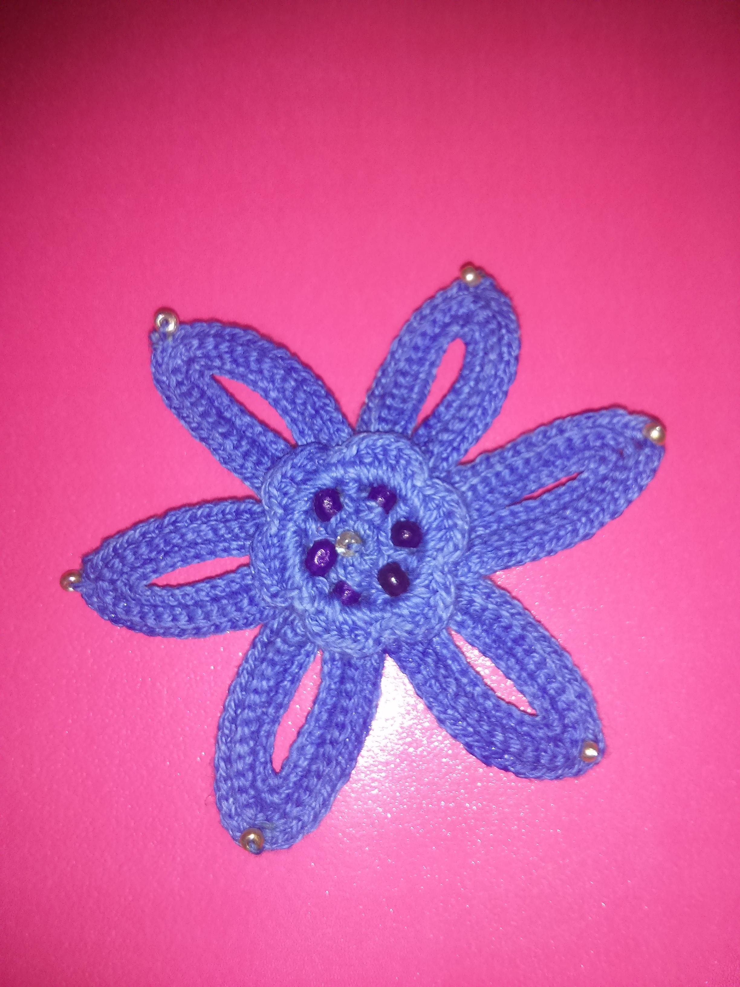 Broche de Ganchillo con Abalorios en forma de Flor