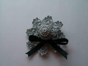 Broches con forma de Sombreritos Plateados